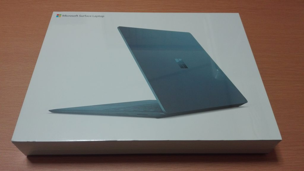 Surface Laptop コバルトブルーの箱