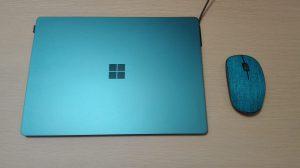 マウスをSurface Laptopの横に並べて置いてみた