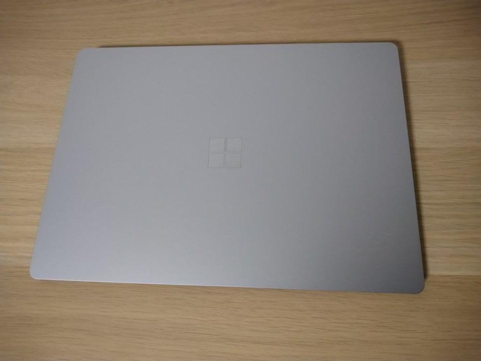 Surface Laptop 4を上から。写真がズレてる・・・。